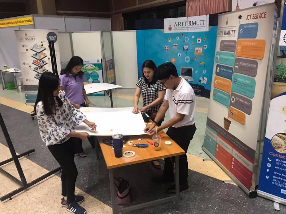 ออกแบบบูทสำนักวิทยบริการและเทคโนโลยีสารสนเทศ และจัดบูทในงานนวัตกรรม สร้างสรรค์ RT'61 Open House ระหว่างวันที่ 4-6 กรกฎาคม 2561 ณ หอประชุม มทร.ธัญบุรี